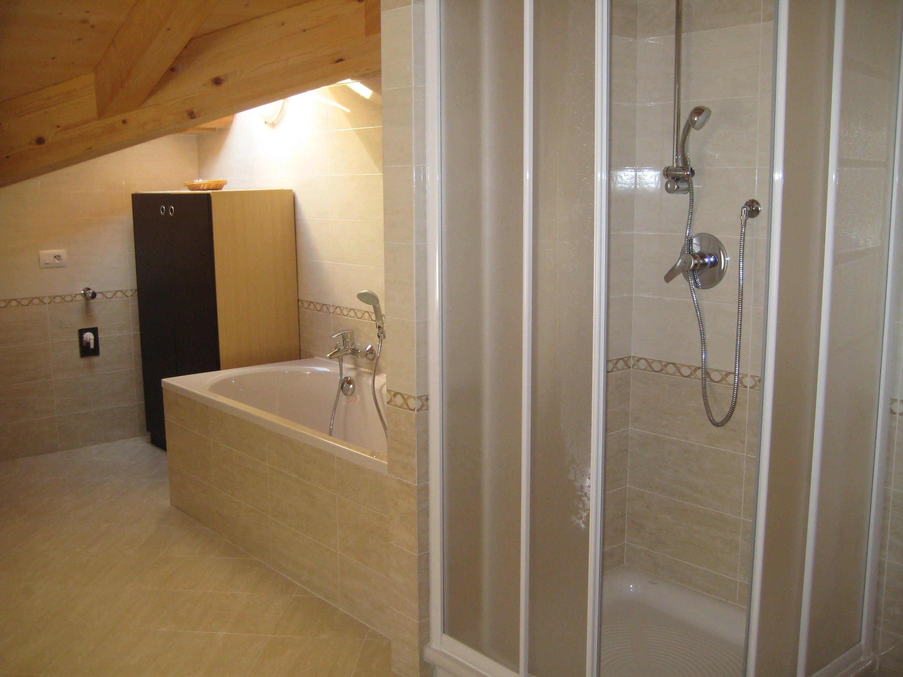 Bagno Con Doccia In Muratura: Bagno con vasca e box doccia. Roma ...